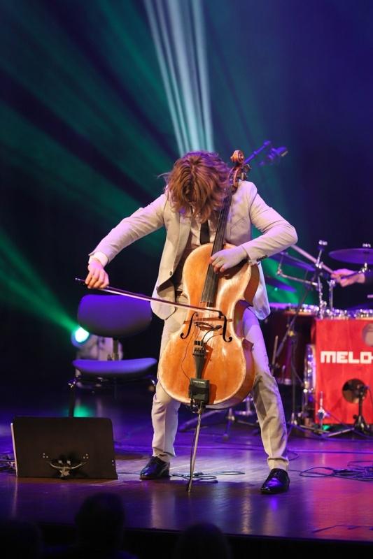 Melo-M un Dināra Rudāne ar lielām emocijām uzstājas Liepājas koncertzālē «Lielais dzintars». Foto: Līga Tetere 291036