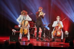 Melo-M un Dināra Rudāne ar lielām emocijām uzstājas Liepājas koncertzālē «Lielais dzintars». Foto: Līga Tetere 5