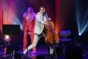 Melo-M un Dināra Rudāne ar lielām emocijām uzstājas Liepājas koncertzālē «Lielais dzintars». Foto: Līga Tetere 8