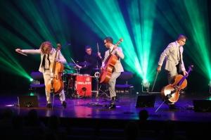 Melo-M un Dināra Rudāne ar lielām emocijām uzstājas Liepājas koncertzālē «Lielais dzintars». Foto: Līga Tetere 9