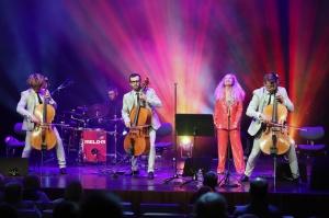 Melo-M un Dināra Rudāne ar lielām emocijām uzstājas Liepājas koncertzālē «Lielais dzintars». Foto: Līga Tetere 11