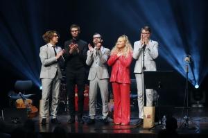 Melo-M un Dināra Rudāne ar lielām emocijām uzstājas Liepājas koncertzālē «Lielais dzintars». Foto: Līga Tetere 13