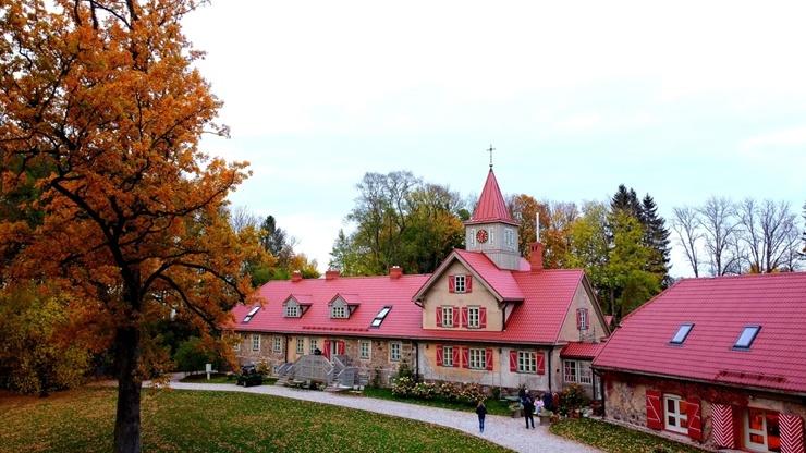 «Rankas muiža» ietērpusies košās rudens krāsās. Foto: Rankasmuiza.lv 292452