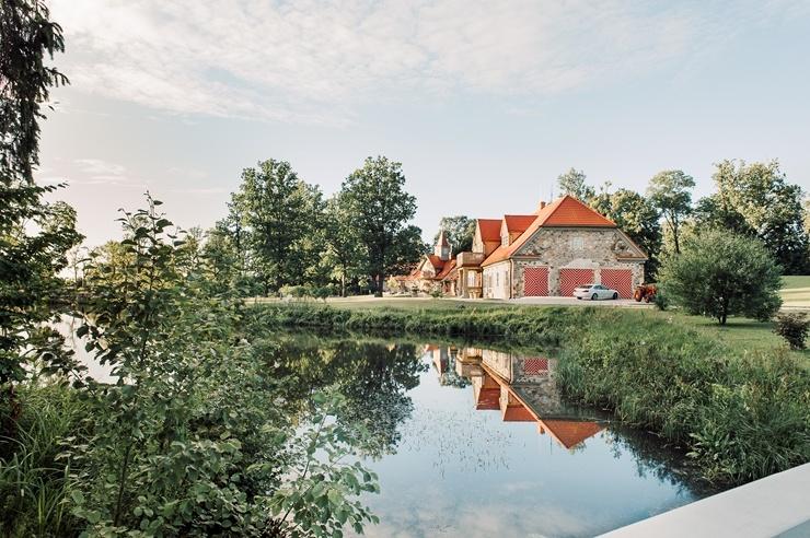 «Rankas muiža» ietērpusies košās rudens krāsās. Foto: Kristīne Grīnvalde 292459