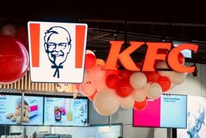 Rīgā durvis ver jauns KFC restorāns. Foto: Otto Strazds 3
