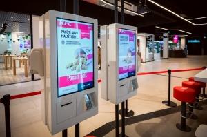 Rīgā durvis ver jauns KFC restorāns. Foto: Otto Strazds 11