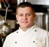 Restorāna virtuvi pārvalda šefpavārs Māris Pastars, kurš ne tikai aicina ciemos, bet arī rosina garšīgu ēdienu pagatavot pašiem mājās. - 00000000-MarisPastars